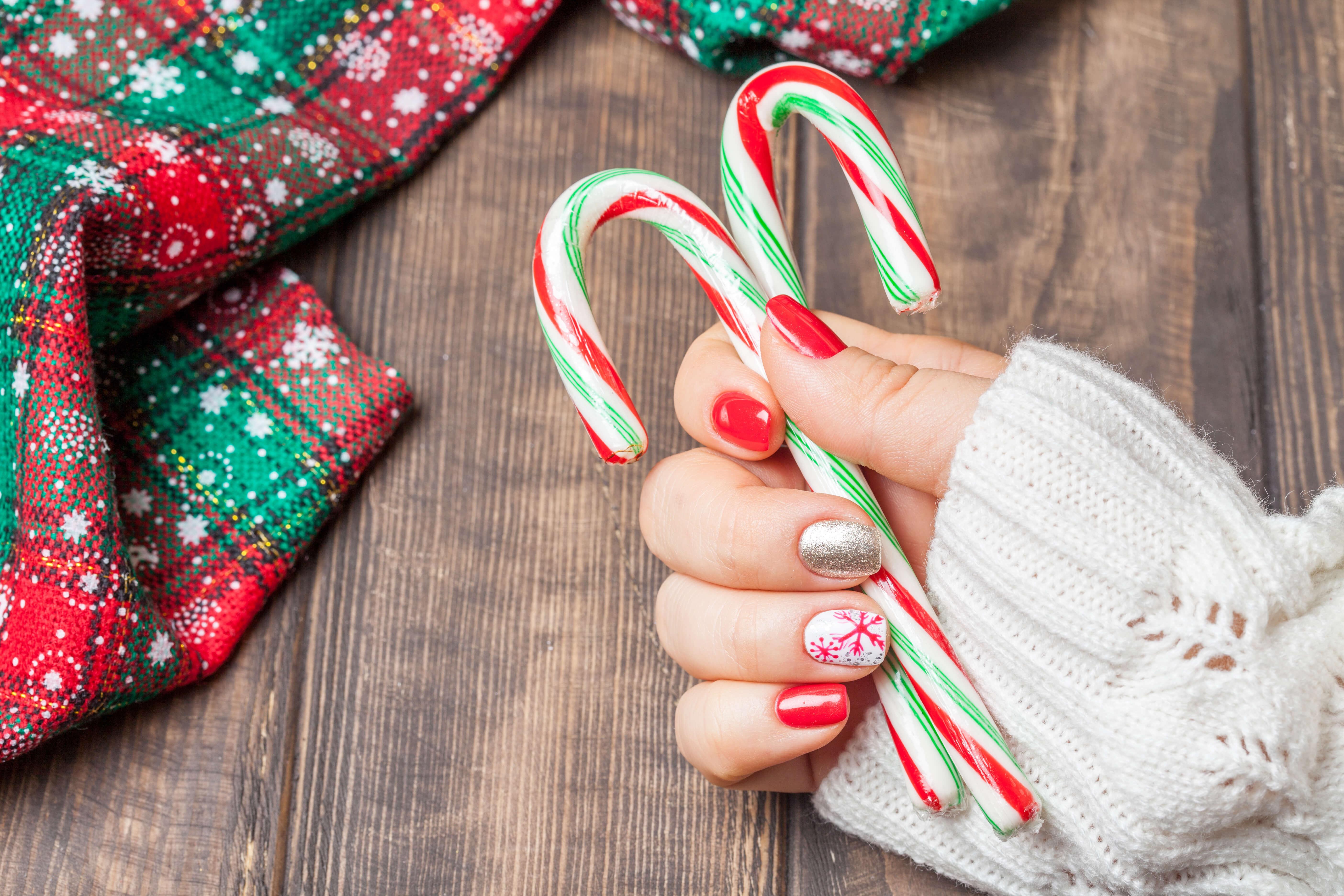 Holiday Design Ideas For Your Nails Salon Nouveau